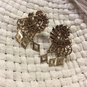 Vintage Earrings, clip on, gold color.